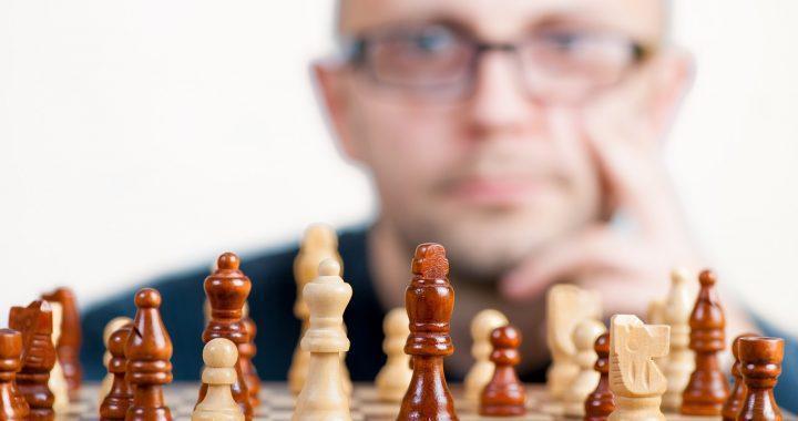 El jefe debería de aprender a jugar ajedrez